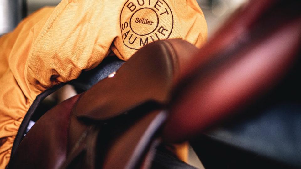 Närbild på detaljer från Butet sadel