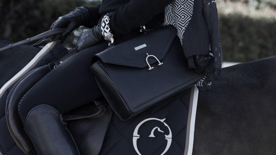 cool ridbild med handväska från butet
