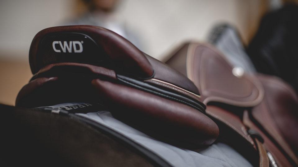 ny sadel från cwd med grå piping